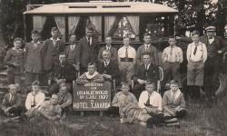 Een reisje naar Oranjewoud van de Geref. Knapenvereniging Samuel uit Oosterbierum 1927