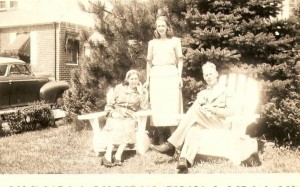 Hyltje en Nellie met dochter Jannie, augustus 1948.